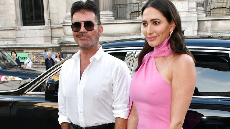 Torsdag ankom Simon Cowell sammen med kæresten Lauren Silverman til en Sony-fest i London. Her så han slankere ud end længe. (Foto: Nils Jorgensen / i-Images / Polaris)