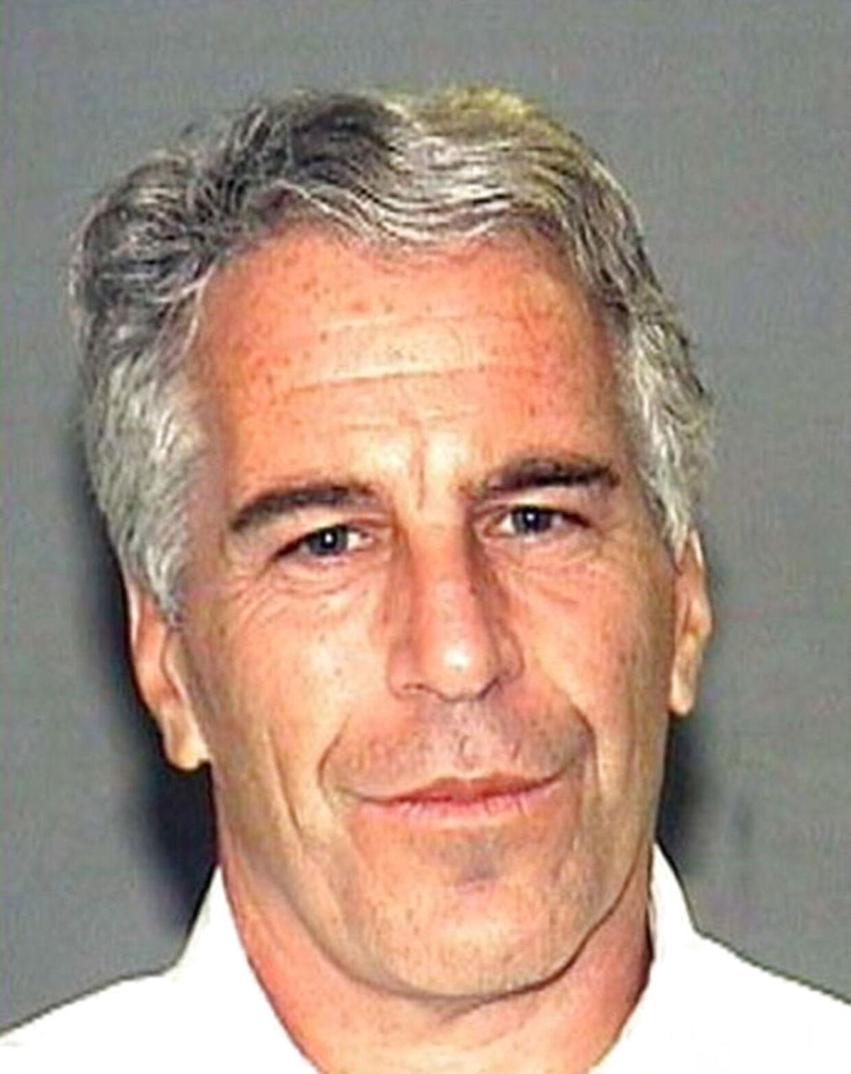 Den amerikanske anklagemyndighed har i forbindelse med sagne offentliggjort dette udaterede billede af Jeffrey Epstein.