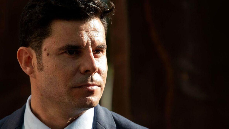 Som 43-årig har Javier Sanchez Santos fået rettens ord på, at han er søn af den spanske crooner.