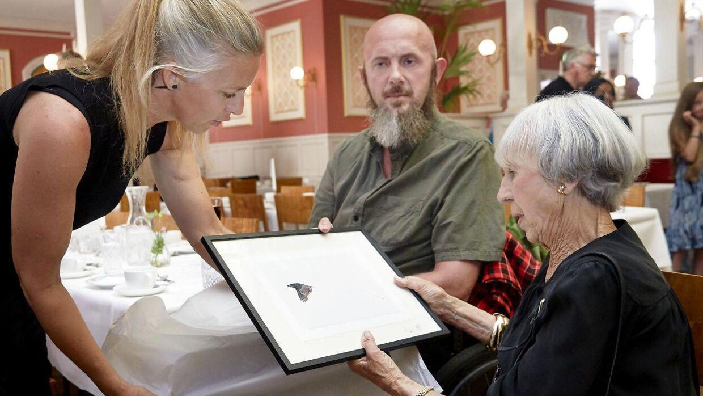 Under sin fødselsdagsfejring overrakte Lise Nørgaard legatet af samme navn til Uri og Helle Løvevild Golman. Legatmodtagerene forærede som tak Lise Nørgaard et fotografi af en Paradisfugl.