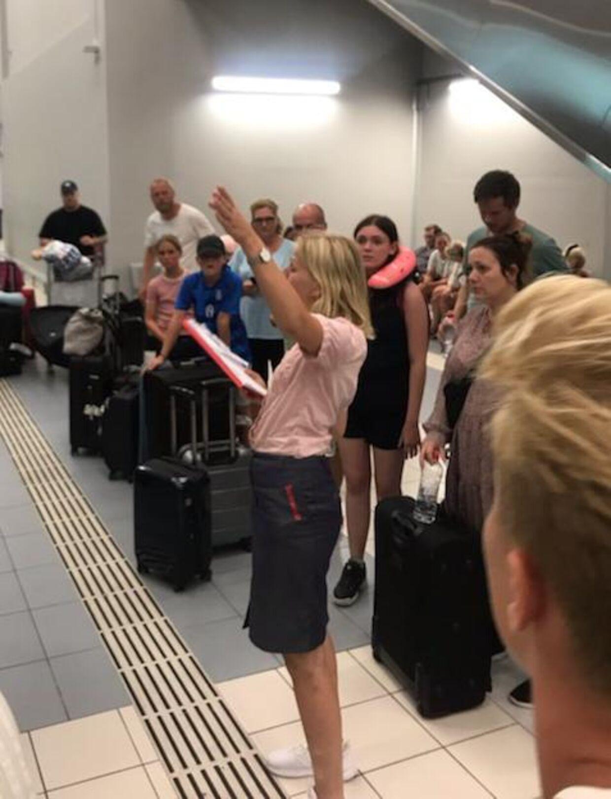 En medarbejder fra rejseselskabet Sunweb orienterer om situationen.