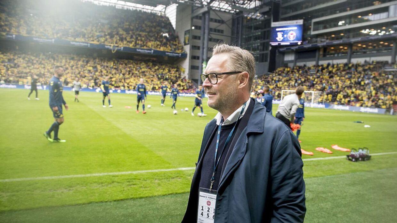 Der er rigtig meget debat om Claus Steinleins briller fra modstandernes fans.