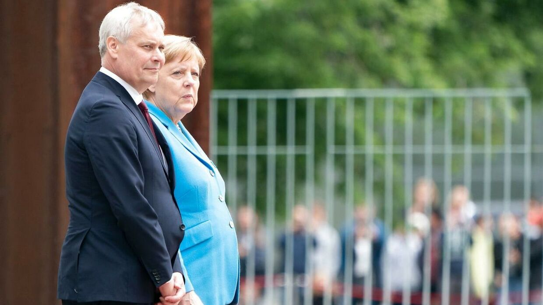 Angela Merkel bød den finske statsminister velkommen i Berlin onsdag. Her begyndte hun at ryste igen.