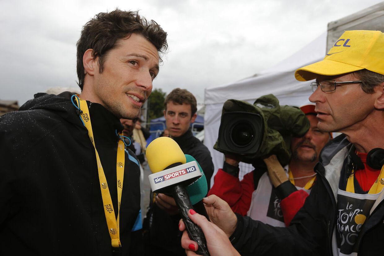 Sportsdirektør Nicolas Portal (tv.) erkender, at Team Ineos ikke udadtil virker lige så stærke som tidligere.