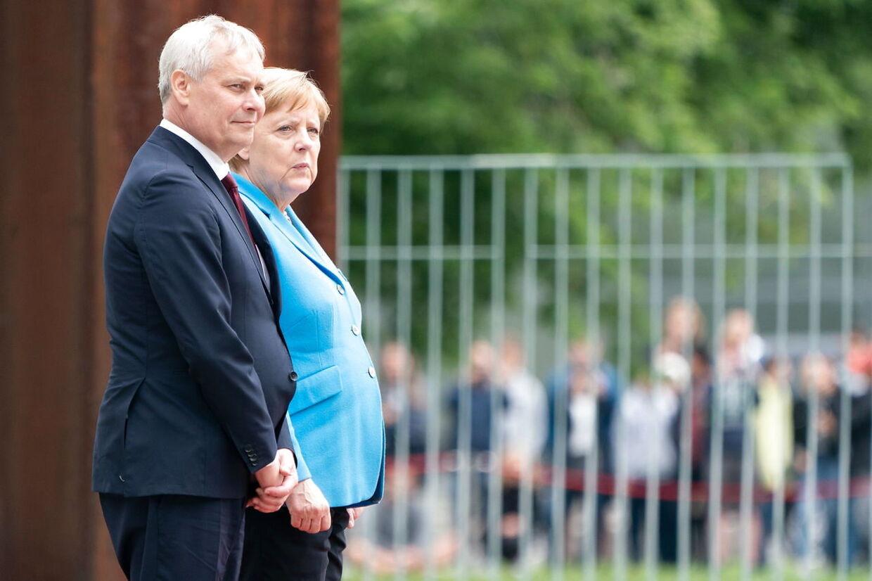Under Merkels møde med den finske statsminister, Antti Rinne, fik hun et rysteanfald. Bagefter afviste hun, at der var noget alorligt galt.