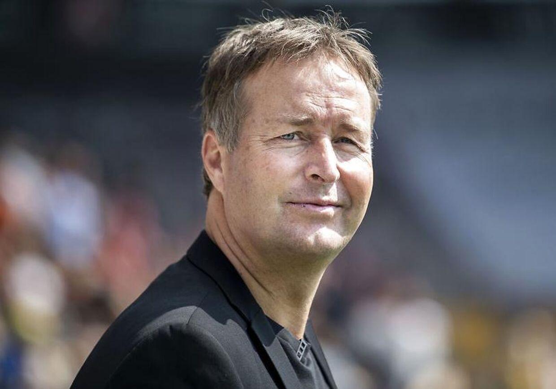 Fodboldlandsholdets kommende træner Kasper Hjulmand fulgte Superliga-premierekampen mellem FC Midtjylland og Esbjerg fB på MCH Arena fredag aften.