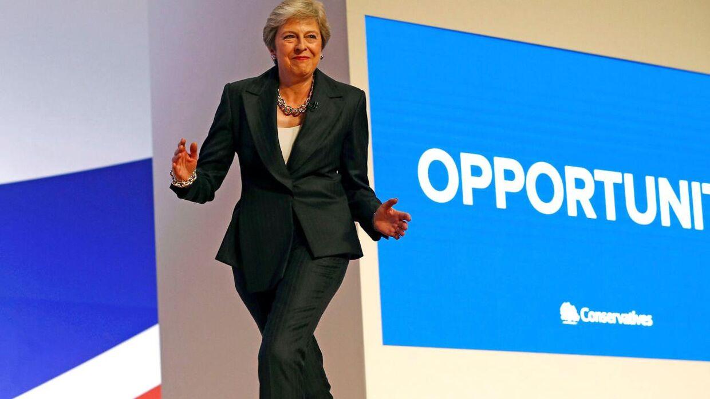 Arkiv: Theresa May vakte opsigt med sin dans ved det konservative partis landsmøde i Birmingham i 2018. Nu danser hu igen.
