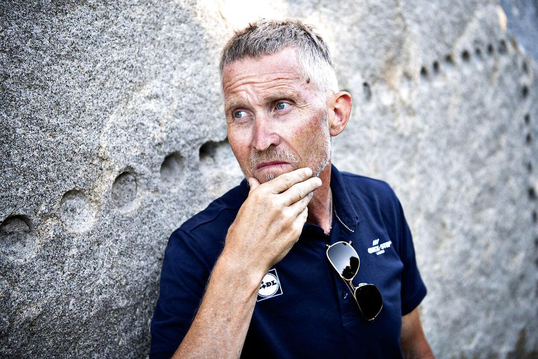 »Det er en anden regel. Man skal aldrig brænde sine broer,« siger Brian Holm om transferspillet bag Tour de France.