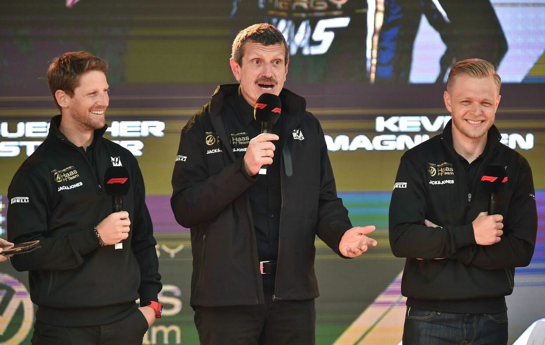 Romain Grosjean (tv) og Kevin Magnussen måtte stå skoleret hos Guenther Steiner (midten) efter søndagens grand prix.