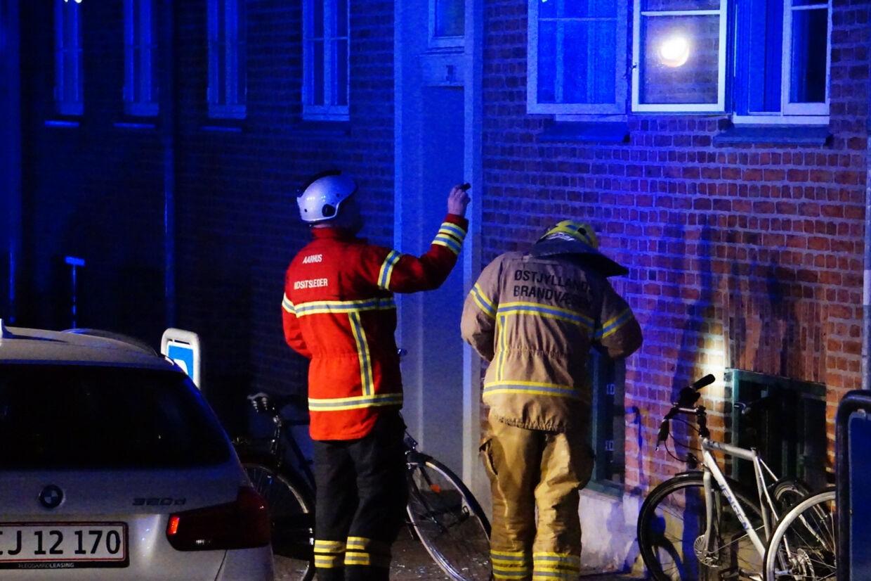 Det var i denne ejendom i Eckersbergsgade i Aarhus, hvor der natten til søndag udbrød en mindre brand. Lejligheden tilhører FCK-spilleren Jens Stage. Presse-Fotos.dk/Ritzau Scanpix