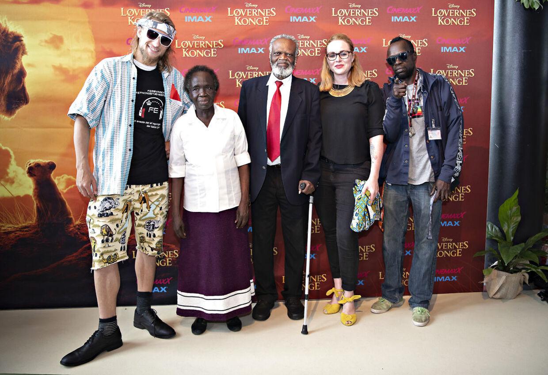 Fra venstre ses kollegaen Rune Rim, Agamis mor, far, kæreste og Al Agami selv længst til højre.