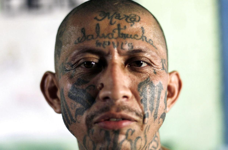 Carlos Tiberio Ramirez fotograferet på et besøg i et kvindefængsel i El Salvador.