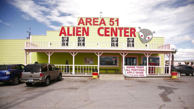 Arkivfoto. De tilmeldte til 'Storm Area 51' planlægger at mødes ved 'The Area 51 Alien Center', som er en turistattraktion i Amargosa Valley. EPA/BEN WENZ