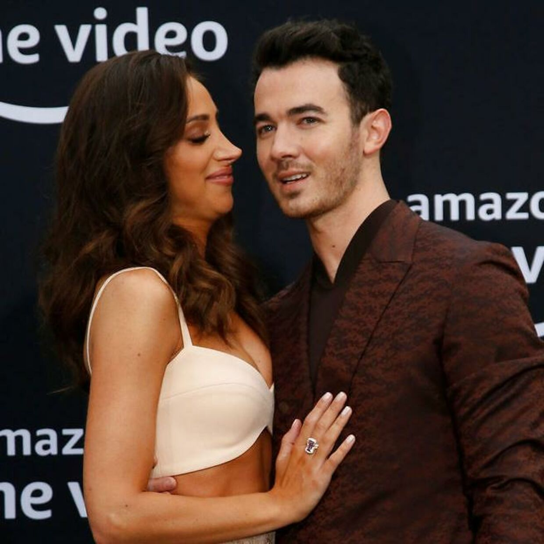 Kevin Jonas joker med, at hans forestående turné kan slå et smut forbi 'Storm Area 51'-arrangementet. Her ses han med sin kone Danielle Jonas. REUTERS/Mario Anzuoni