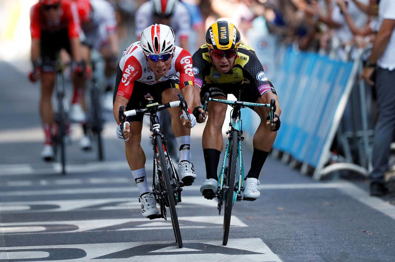 Caleb Ewan vandt onsdagens etape for Dylan Groenewegen (Jumbo-Visma).