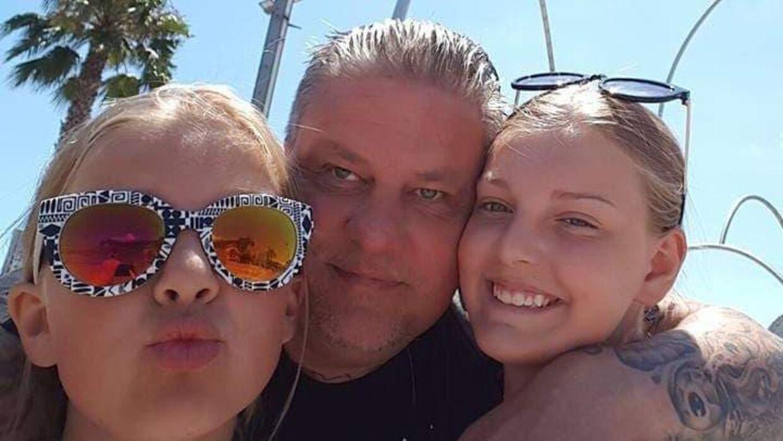 Kenneth Eriksen og døtrene.