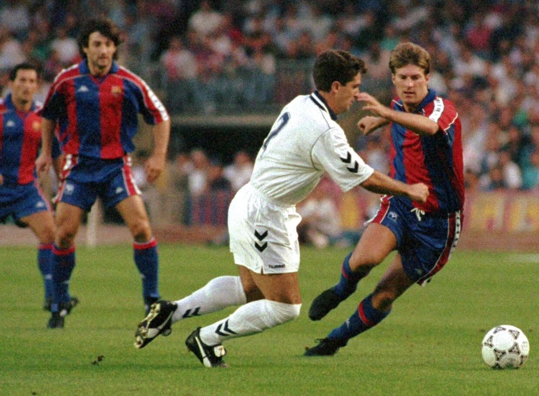 Michael Laudrup (th) i aktion for Barcelona mod Real Madrid i 1992. To år senere skiftede han til netop Real Madrid.
