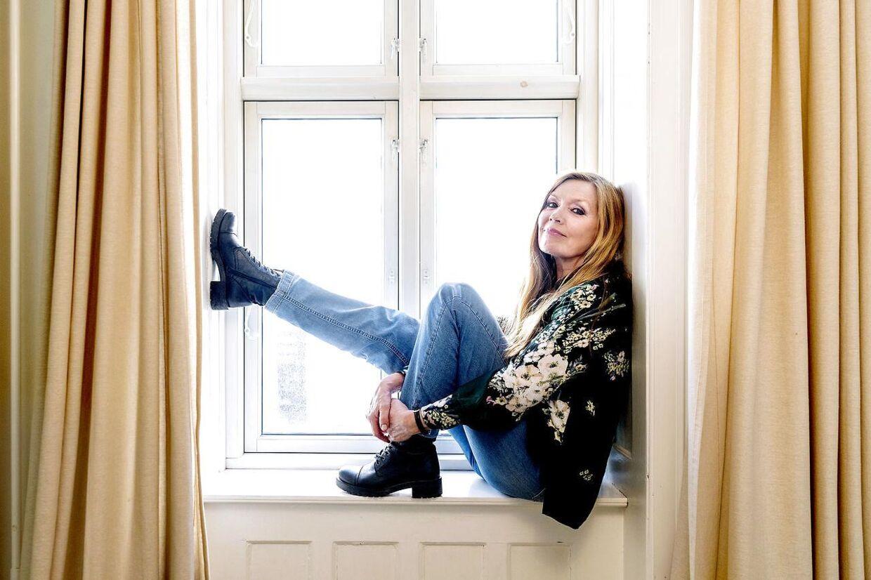 Lise-Lotte Norup har som skuespiller været med i film som 'Det nat med fru Knudsen' og 'Rapportpigen' samt flere af Sengekantsfilmene. I dag er hun med i vokalgruppen Swing Sisters sammen med Kirsten Siggard og Kirsten Vaupel.