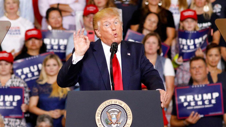 Donald Trump vælter sig i sympati og penge - fra sine millioner af tilhængere.