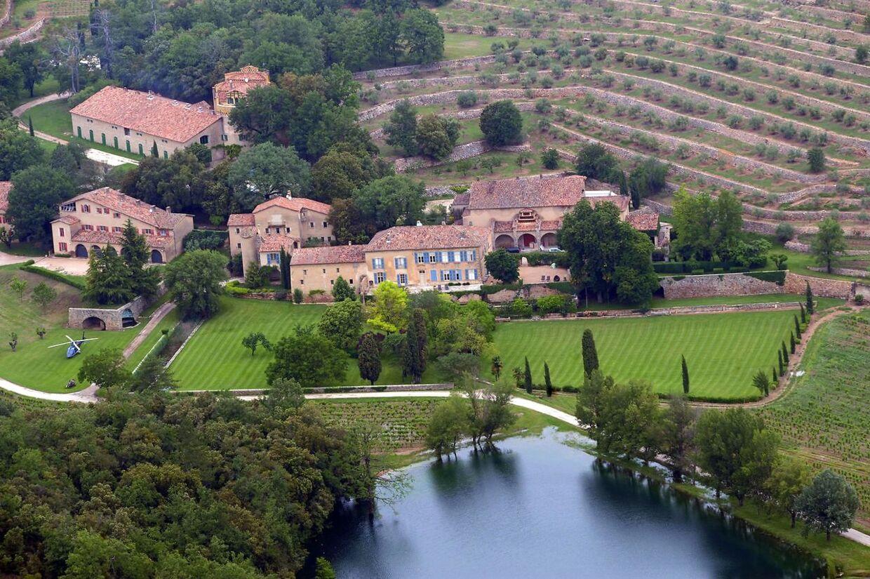 Brad Pitt og Angelina Jolie betalte 450 millioner for vingården, da de i 2008 flyttede ind.