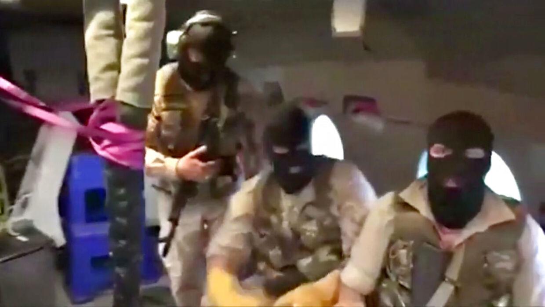 Irans Revolutionsgarde gør sig her klar til at opbringe det britiske tankskib.