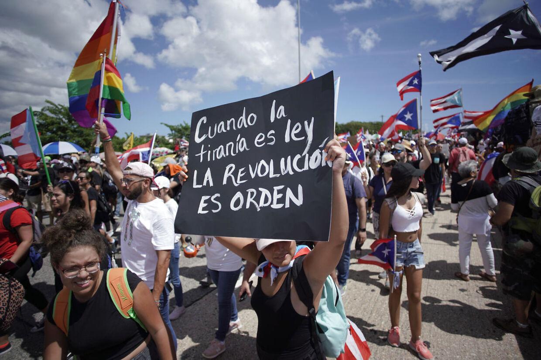 Tusindvis af Puertoricanere demonstrerer i disse dage i hovedstaden San Juan.