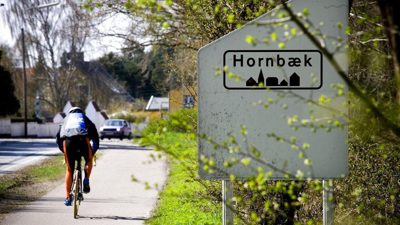 Det er i Hornbæk, som er et af landets dyreste fritidshusområder, at en mand har haft held med falsk at udleje et sommerhus til mindst 20 familier. Familierne har alle betalt omkring 5.000 kr. for en uges leje.