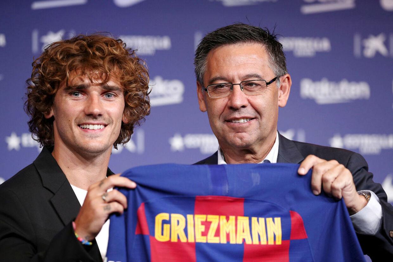 Griezmann præsenteres 14. juli med Barcelona-præsident Josep Maria Bertomeu.2019