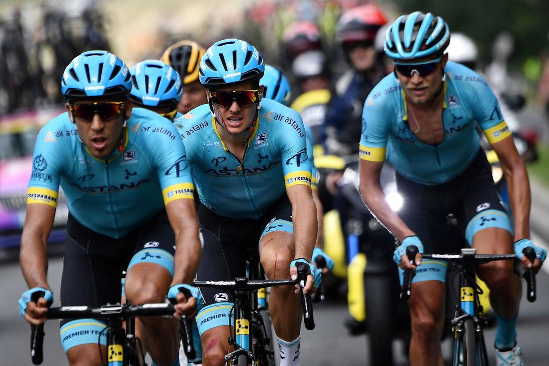 Astana og Jakob Fuglsangs Tour de France har været en lang nedtur hidtil. Det hele startede, da Astana-kaptajnen styrtede og kørte blødende i mål på første etape.