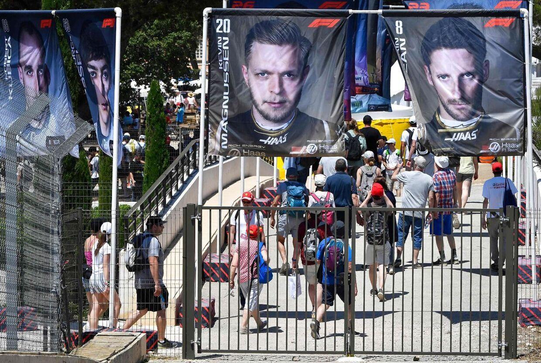 Kevin Magnussens og Romain Grosjeans ansigter pryder verdens Formel 1-baner, men det er efterhånden ikke sandsynligt, at de begge vil gøre det i fremtiden.