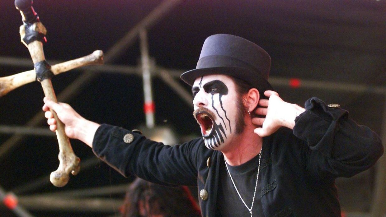 Forsanger i Mercyful Fate, King Diamond, under en koncert i 1999.