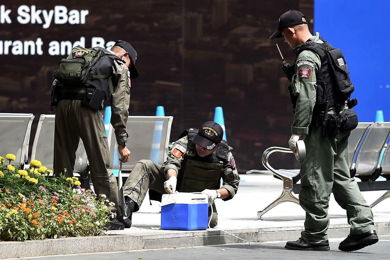 Bombeenheden hos thailandsk politi på stedet.