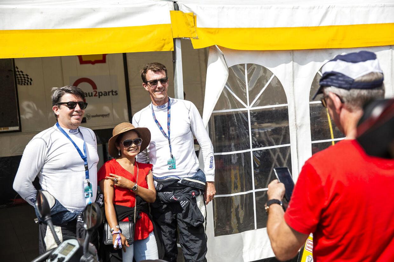 Prins Joachim var i godt humør og stillede flere gange velvililgt op til billeder med fans.
