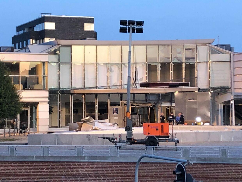 Det meste af facade på Skattestyrelsens bygning på Østbanegade på Østerbro blev kraftigt beskadiget.