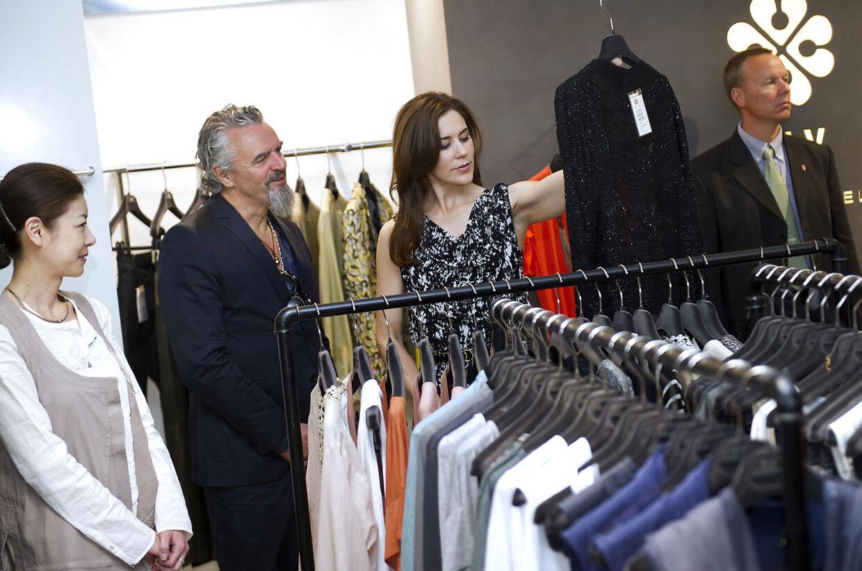 Keld Mikkelsen, stifteren af Day Birget et Mikkelsen, arbejder også sammen med sin kone, Marianne Brandi. Her ses han dog med Kkronprinsesse Mary i Seoul i 2012.