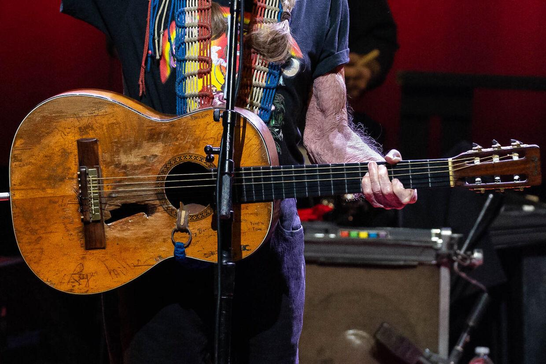 "Willie Nelsons guitar ""Trigger""."