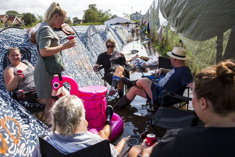 Massivt skybrud sætter telte under vand på campingområdet ved Sølund på Smukfest lørdag den 10. august 2019. (Foto: Mikkel Berg Pedersen/Ritzau Scanpix)