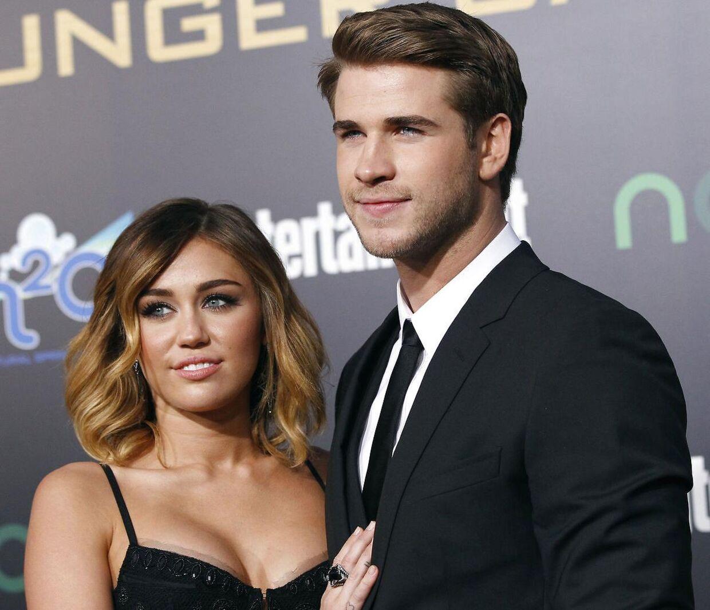 Liam Hemsworth, der blandt andet er kendt fra filmen 'The Hunger Games' ses her med Miley Cyrus til filmpremieren i 2012.