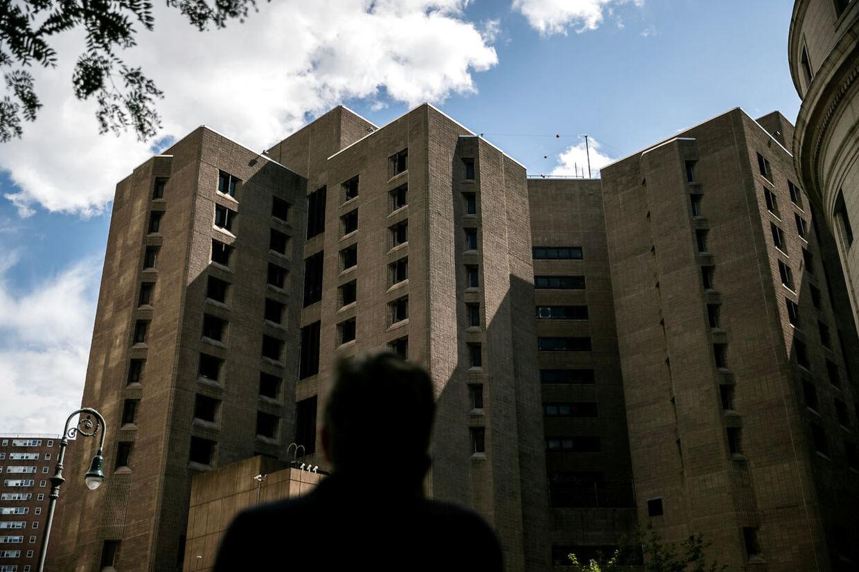 Fængslet Metropolitan Correctional Center på Manhattan i New York, hvor finansmanden lørdag blev fundet død.