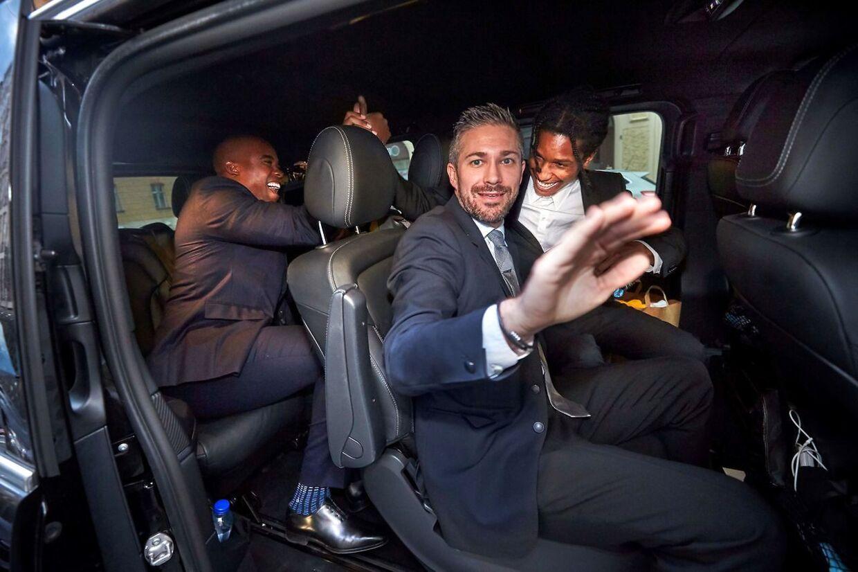 ASAP Rocky da han sammen med sin advokat og crew forlod retten i Stockholm.