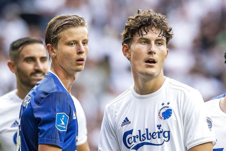 Frederik Winther og Jonas Wind i aktion i Parken i fredags, hvor Ajax-ledelsen var repræsenteret på tribunen.