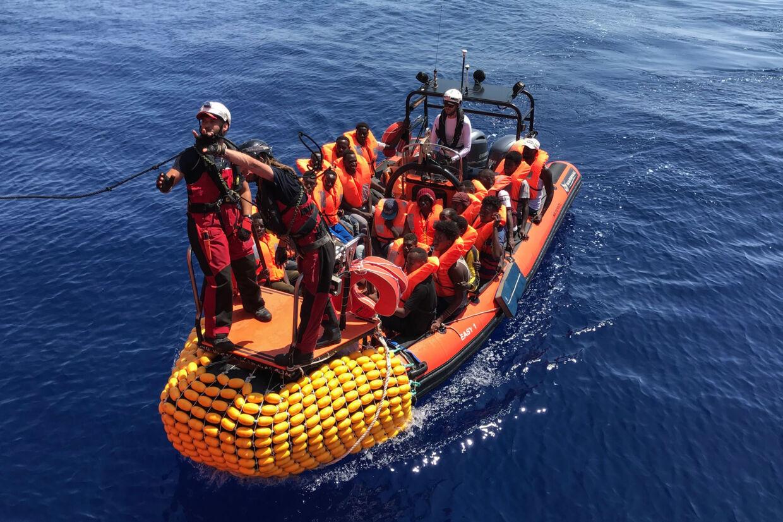 Mandag har det norske skib Ocean Viking reddet 105 migranter i Middelhavet, hvilket bringer det samlede antal migranter om bord på redningsskribet op på 356. Anne Chaon/Ritzau Scanpix