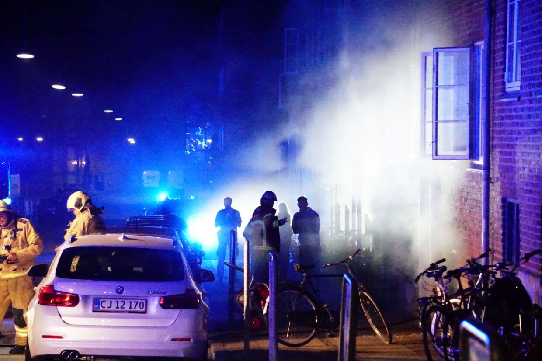 Brand i Eckersbergsgade i Aarhus natten til søndag den 14. juli 2019, hvor fodboldspilleren Jens Stage bor. Han skiftede i sommer fra AGF til FCK. Tre mænd er nu blevet sigtet i sagen. (Arkivfoto) Presse-Fotos.dk/Ritzau Scanpix