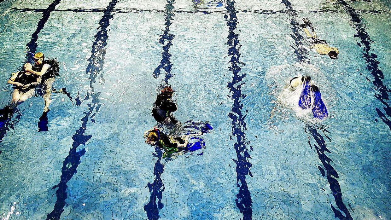 En 24-årig kvinde blev bedt om at tage tøj på i Sæby Svømmebad, selvom hun havde fået lov til at bade topløs.