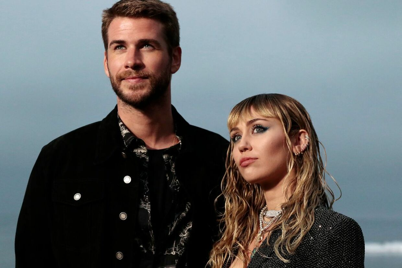 Liam Hemsworth og Miley Cyrus bekræftede for nylig, at de skal skilles. Siden er Miley Cyrus blevet set kysse passioneret med influenceren Kaitlynn Carter.