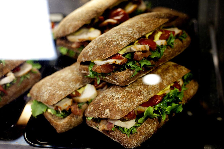 Q8 gør sig i frisksmurte sandwich. I Billund var det gået galt i august - og det kostede Q8 5.000 kroner.
