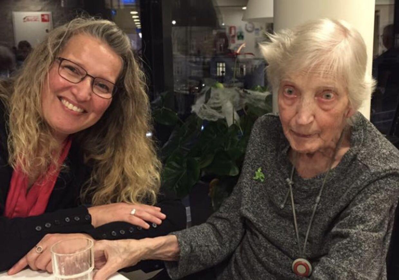 Jean Skarby med sin farmor Ruth Jessen, før hun blev indlagt på Hvidovre Hospital.
