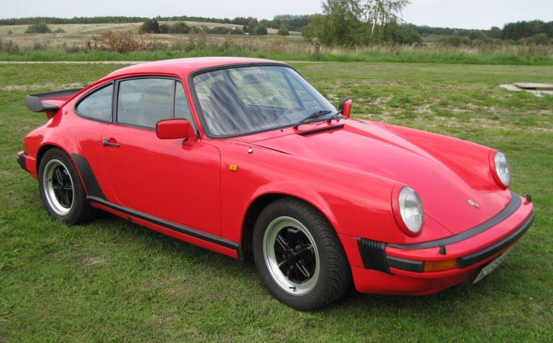 I marts 2016 blev Uffe Kurt Jensens Porsche stjålet fra en aflåst garage på hans landejendom. Politiet dukkede aldrig op for at sikre spor.