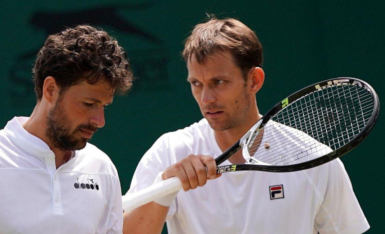 Frederik Løchte Nielsen, til højre, spillede ved sommerens Wimbledon-turnering sammen med Robin Haase.