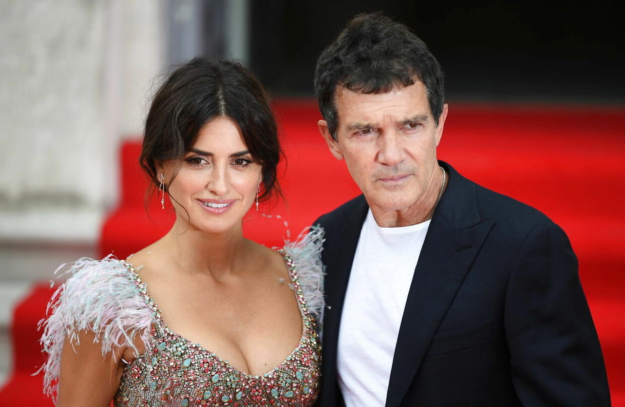 epa07762680 Spanish actors and cast members Penelope Cruz (L) and Antonio Banderas (R) attend the UK premiere of 'Pain and Glory' in London, Britain, 08 August 2019. The movie opens in the UK on 24 August. EPA/NEIL HALL
